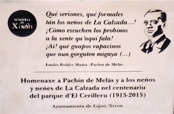 Placa homenaxe a Pachín de Melás y neños y neñes de La Calzada_1