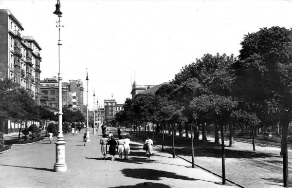 Paseo de Begoña en día de fiesta en 1952.