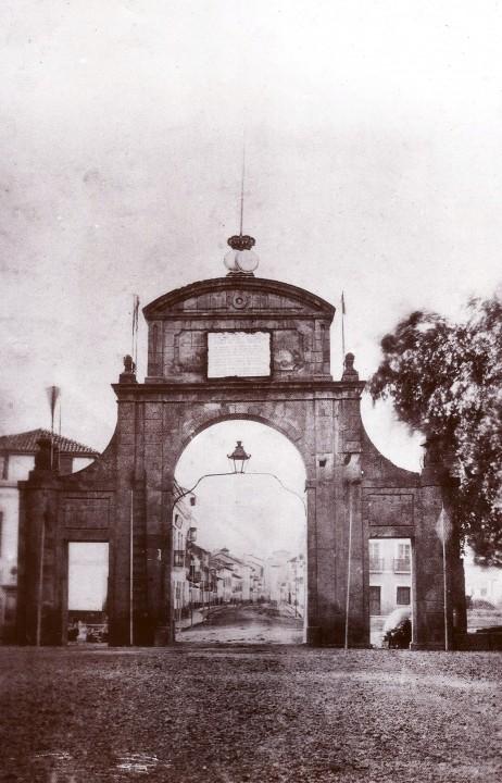 Puerta de la villa 1858