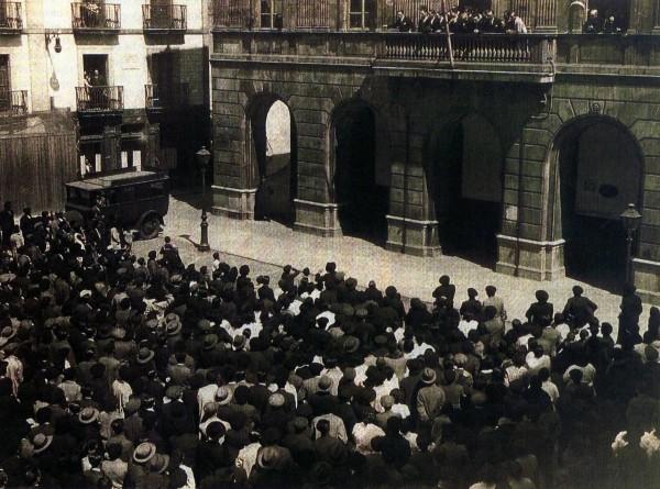 14 de Enero de 1931 Proclamación de la República en la Plaza del Ayuntamiento de Gijón.