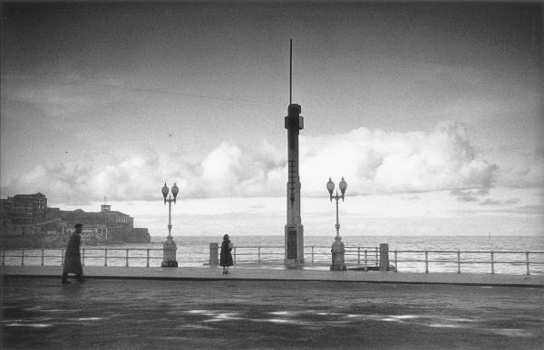 Atardecer en la Escalerona en Gijón, 1950. memoria digital