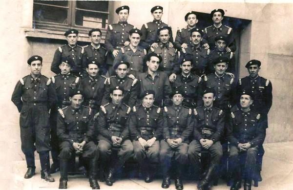 a principios de los años 50. Su abuelo José Entrialgo (Josepín) sentado, el tercero por la derecha