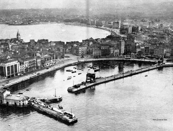Vista aérea del puerto y la playa, año 1958