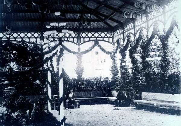 mercado Jovellanos año 1875 engalanado para baile
