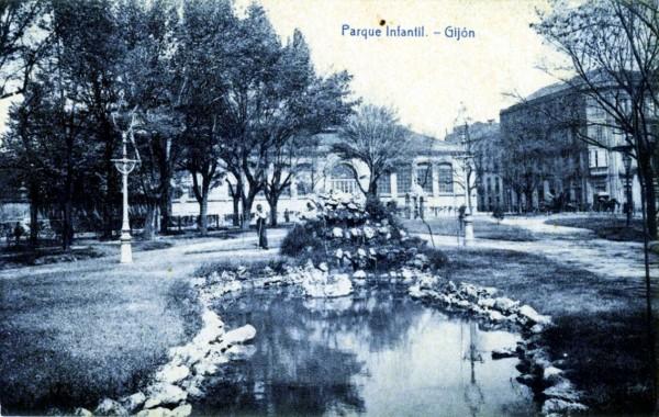 Parque infantil. Templete. Gijón