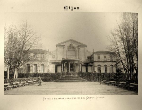 11 Paseo y fachada principal de los Campos