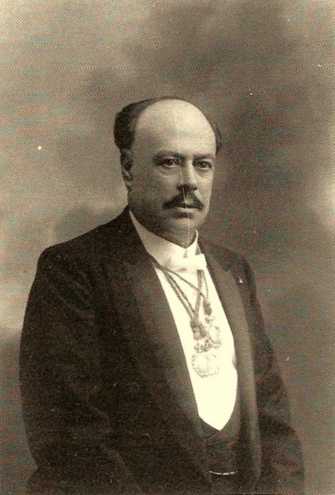 15 Octavio Bellmunt