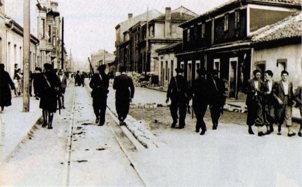 1934 Revolución de Octubre. Guardia de Asalto patrullando por la Avenida de Schultz