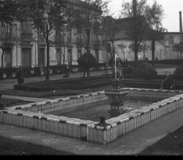 Estanque en un parque infantil. 1946 Joaquín García Cuesta